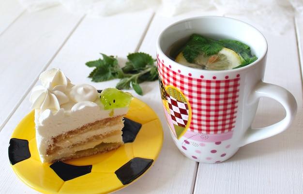 Cake tea mint