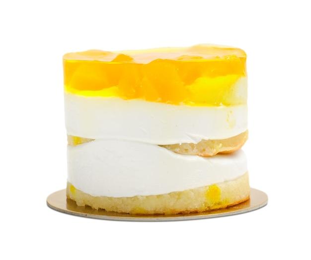 クリームと黄色のフルーツゼリーのケーキ