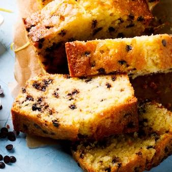 Cake with lemon and chocolate.