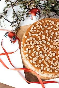 땅콩과 카라멜 케이크.