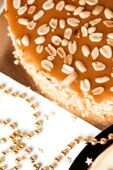 Cake with peanuts and caramel.