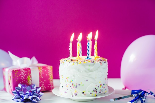 Cake with present and balloons