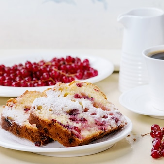 Cake with red currant