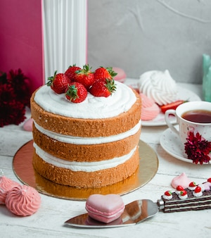 Cake with whipped cream and strawberries