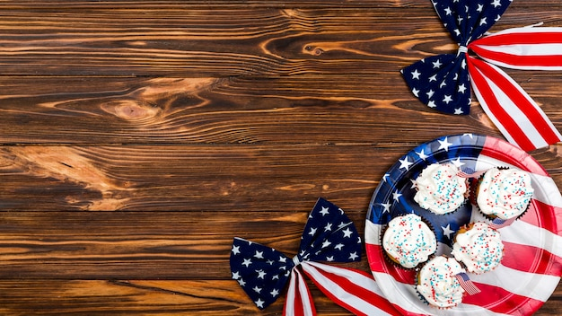 Cakes and bows with pattern of usa flag