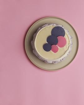 테이블에 케이크