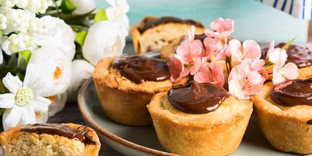 Cakes with frangipane, cherry jam and chocolate