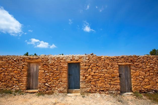 フォルメンテラ島cala saonaビーチ石積み漁師の家