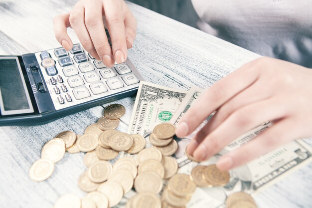 돈 금융 비즈니스 개념을 계산합니다.