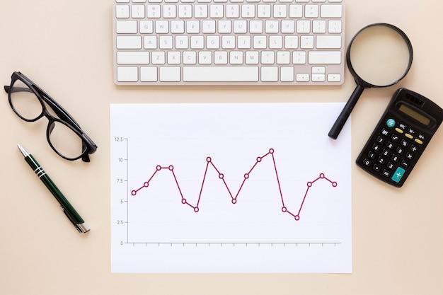 電卓と経済チャート