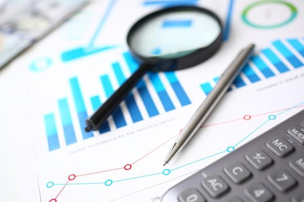クリップボード上の電卓と財務統計
