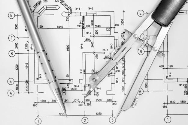 ビジネスの背景に電卓とペン