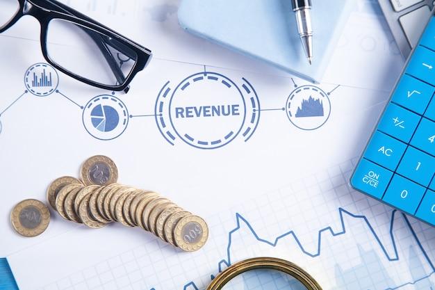 Калькулятор, очки, ручка, монеты. доход. финансы. рост