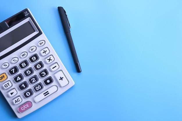 Клавиатура калькулятора на синем