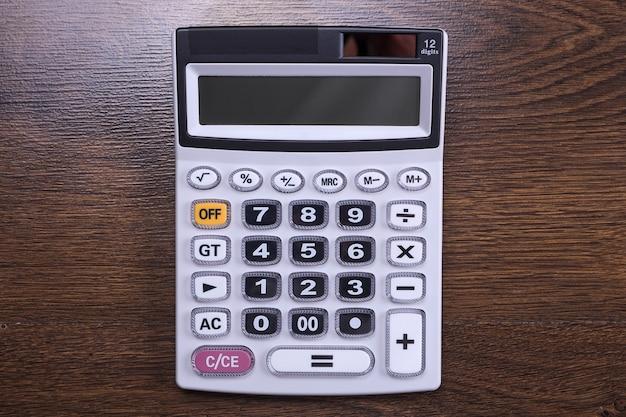 木の床の電卓キーパッド