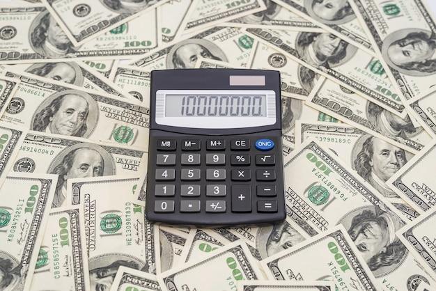 Калькулятор долларов. финансовая концепция.