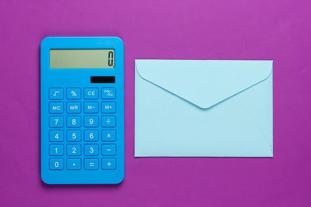 Калькулятор с конвертом на фиолетовом
