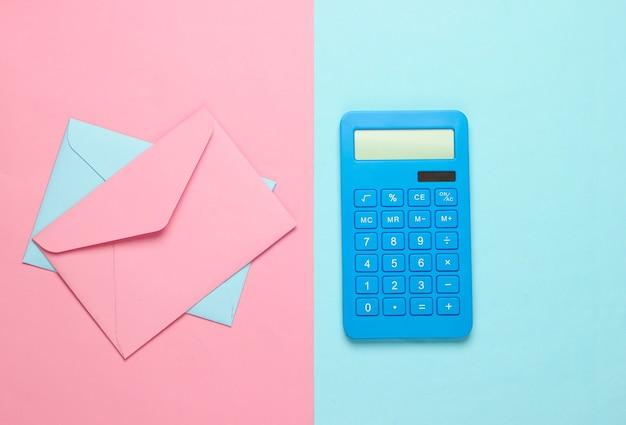 Калькулятор с конвертами на розово-голубой пастели