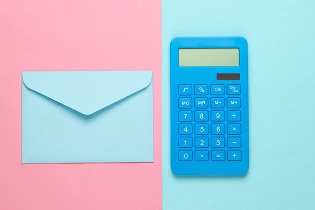 Калькулятор с конвертом на розово-голубой пастели