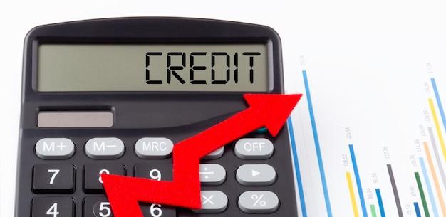 ディスプレイに赤い上向き矢印とテキストクレジットが表示された電卓