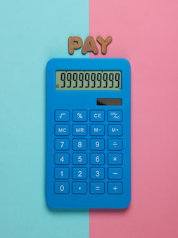 Калькулятор со словом платить на розово-голубой пастели