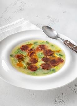 포르투갈 요리의 인기 있는 칼도 베르데 수프
