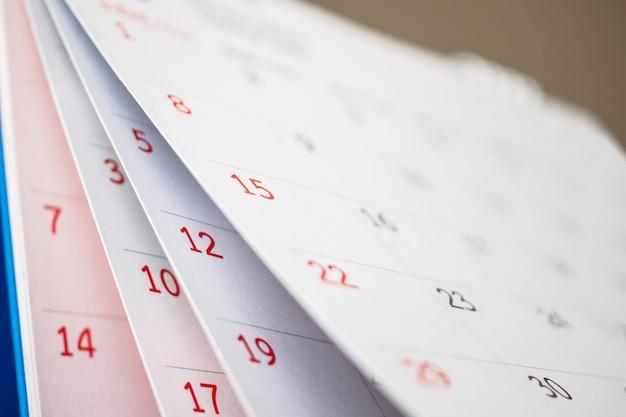 カレンダーページめくりシートクローズアップオフィステーブル背景ビジネススケジュール計画予定会議のコンセプト