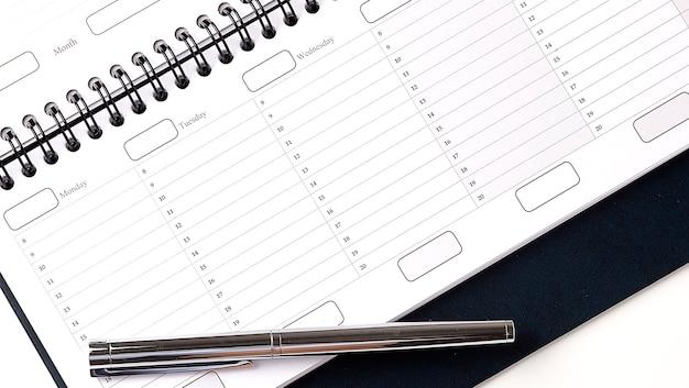 カレンダープランナー組織管理ペンでコンセプトを思い出させる
