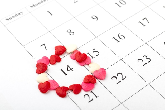 2月14日、バレンタインデーをハートで丸くしたカレンダー。