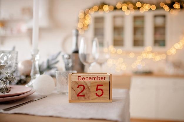 Календарь с рождественской датой 25 декабря
