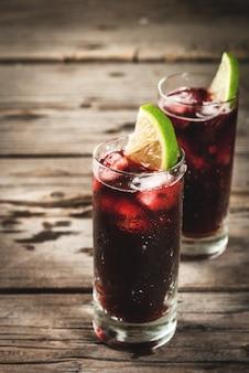 Традиционный испанский алкогольный коктейль, calimocho