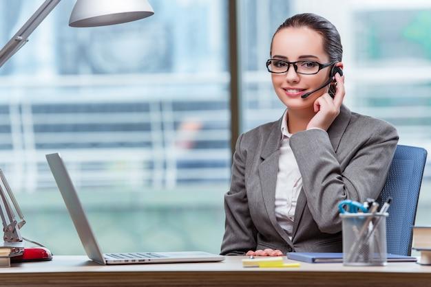 Оператор колл-центра в бизнес-концепции