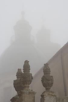 Caltagirone italia nebbia sicilia