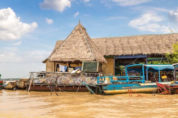 Камбоджа плавучая деревня чонг кхняс недалеко от сием рип