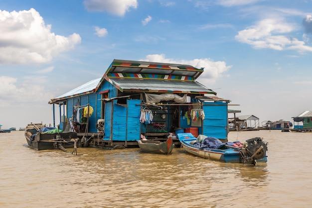 Камбоджа, плавучая деревня чонг кхняс недалеко от сием рип