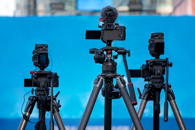 コンサート、記者会見、テレビ放送に備えたカメラ機器。