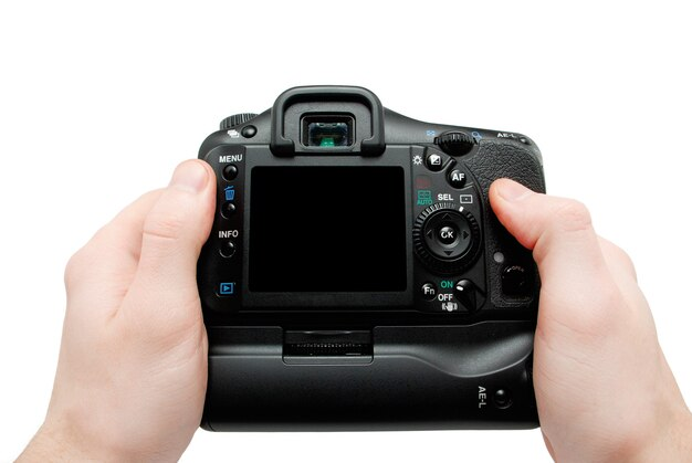 손에 카메라. 흰색에 격리하는 동안 카메라를 들고 손 클로즈업