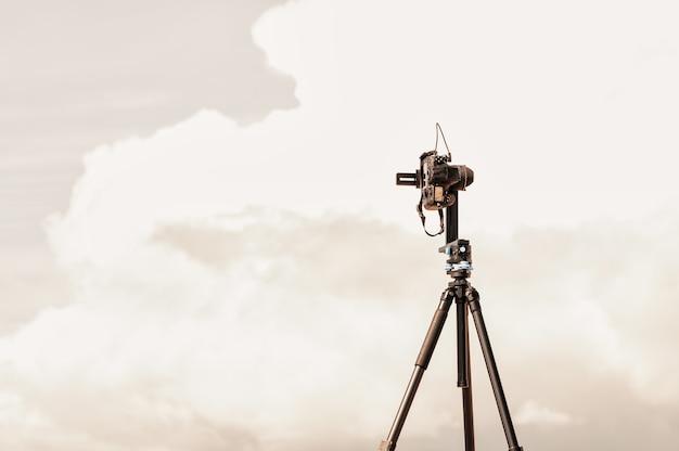 パノラマヘッド付き三脚のカメラ
