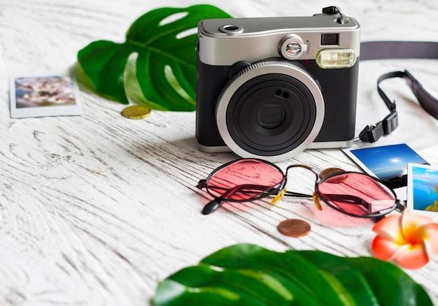Камера, фото, монеты, очки, листья