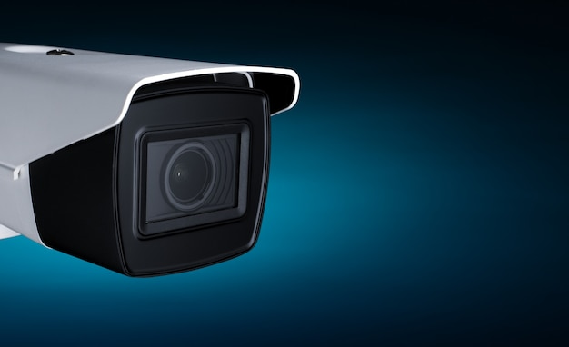 テキスト用のスペースがあるネオンブルーライトでのカメラセキュリティ。