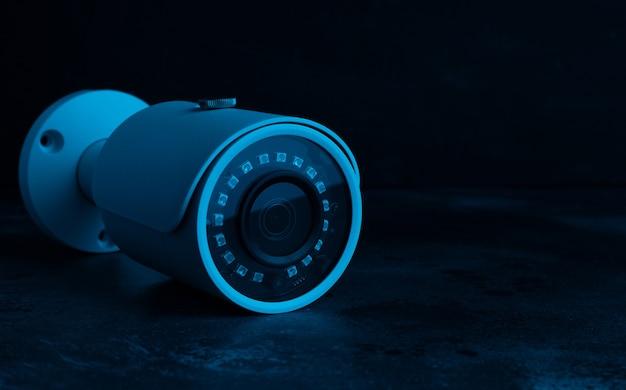 ネオンライトの暗闇でのカメラのセキュリティ。