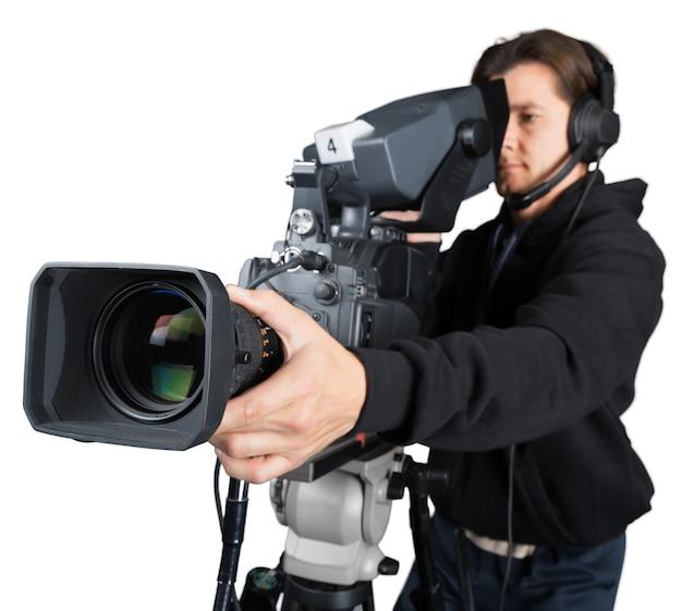 흰색으로 격리된 카메라로 작업하는 카메라맨