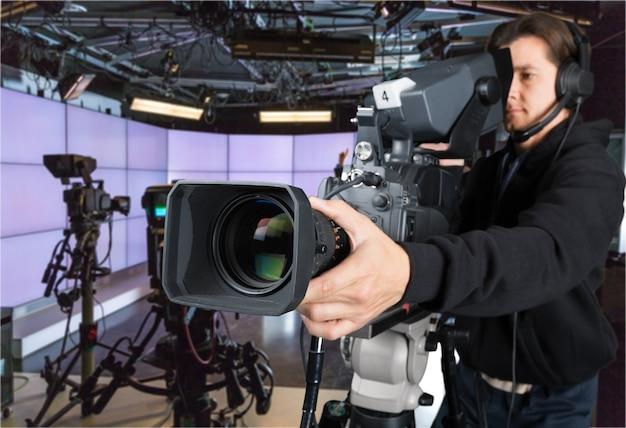 Оператор, работающий с изолированной камерой