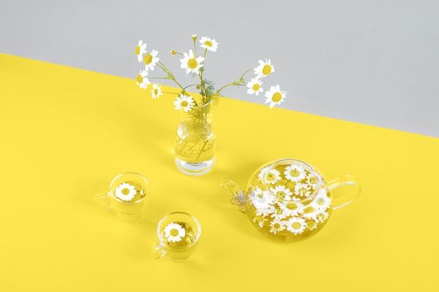 お茶のためのカモミールの花