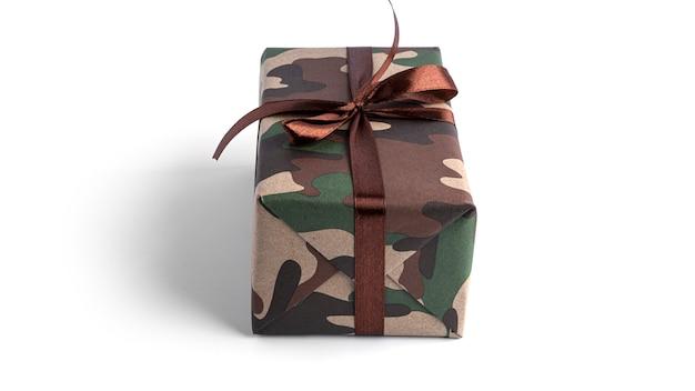 Камуфляжная подарочная коробка изолирована