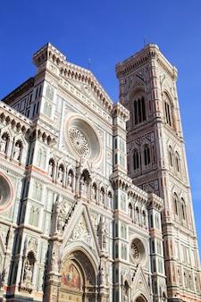 イタリアのフィレンツェ、ジョットの鐘楼とフィレンツェのドゥオーモ