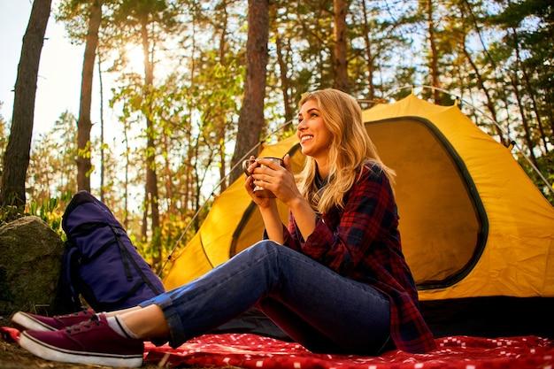 숲에서 캠핑