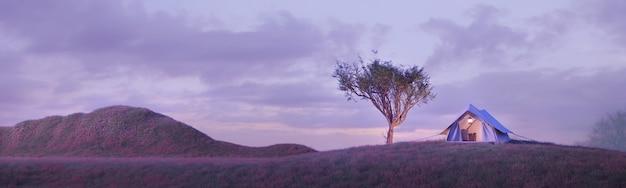 Кемпинг-палатка под большим деревом на горе