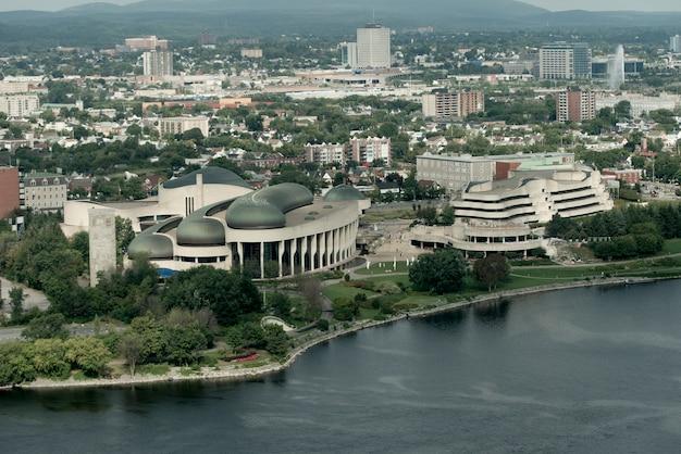 Канадский исторический музей на набережной, река оттава, гатино, квебек, канада