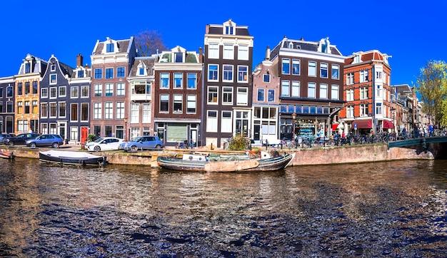 典型的な建築のアムステルダムの運河。
